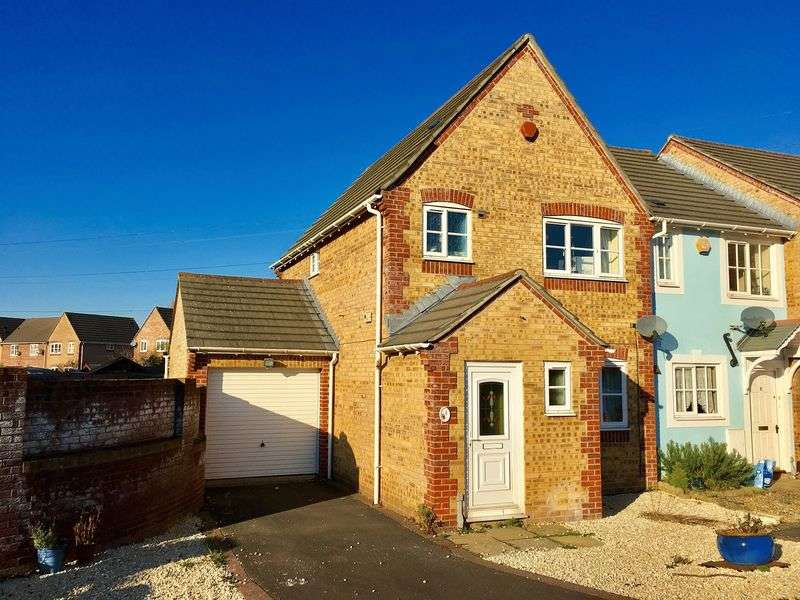 3 Bedrooms Flat for sale in Plum Tree Road, Locking Castle, Weston-s-Mare