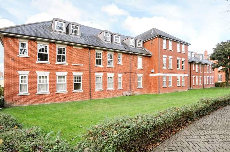 2 Bedrooms Flat for sale in Chichester House, Queen Alexandras Way, Epsom, Surrey, KT19