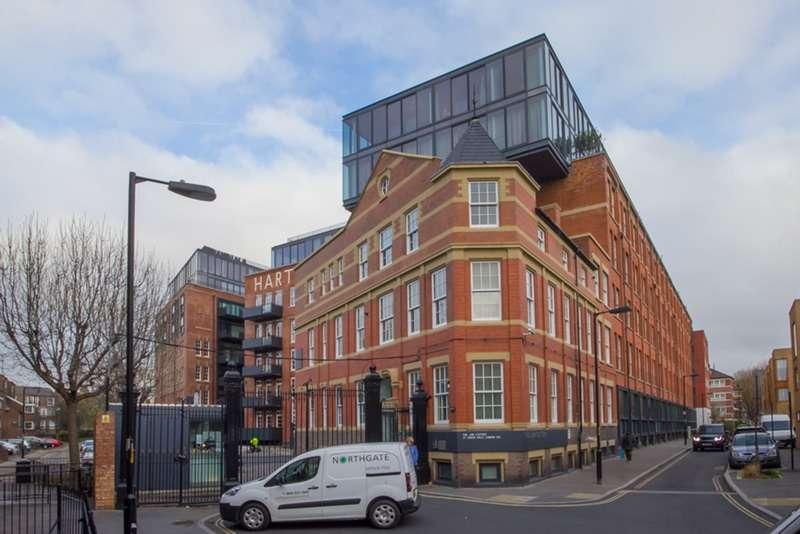 2 Bedrooms Penthouse Flat for sale in Green Walk, London, London, SE1
