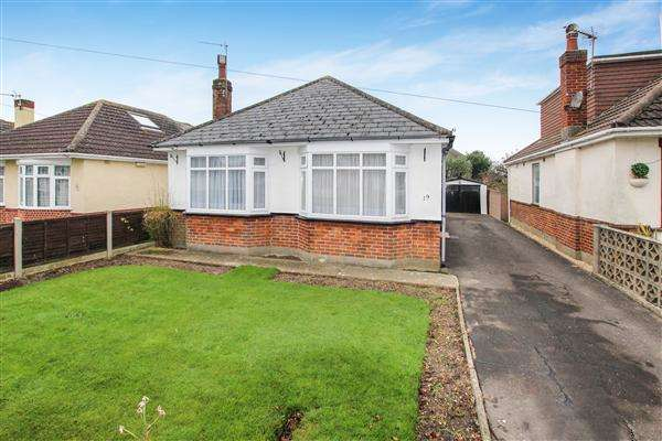 3 Bedrooms Bungalow for sale in Dennistoun Avenue, Christchurch