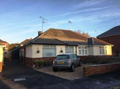 2 Bedrooms Bungalow for sale in Whitby Avenue, Chester, Cheshire, CH2