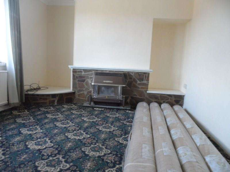 3 Bedrooms Semi Detached House for sale in Penywern Road, Ystalyfera, Swansea