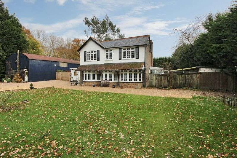4 Bedrooms Detached House for sale in Shipley Bridge Lane, Copthorne, Surrey
