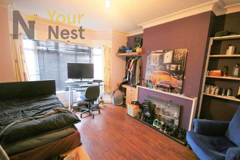 5 Bedrooms House for rent in Becketts Park Crescent, Headingley, LS6 3PH