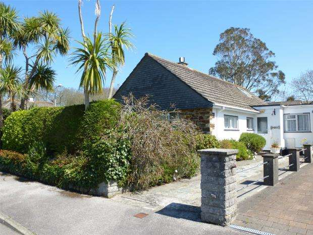 3 Bedrooms Detached Bungalow for sale in Rosevale Estate, Penzance, Cornwall