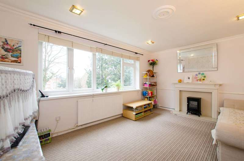 2 Bedrooms Flat for sale in Langley Park Road, Sutton, SM2