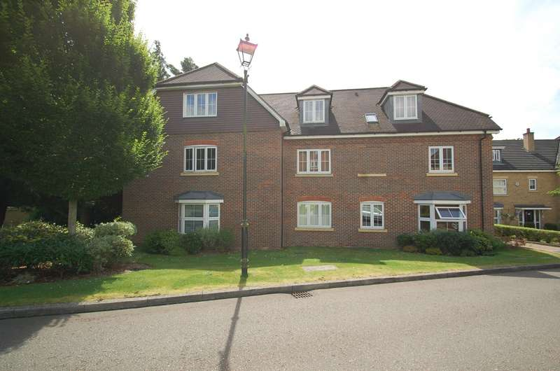 2 Bedrooms Flat for sale in Cranwells Lane, Farnham Common, SL2