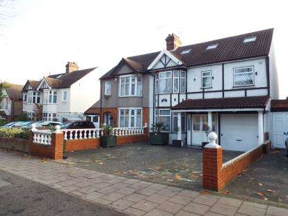 7 Bedrooms Semi Detached House for sale in Romford, Essex