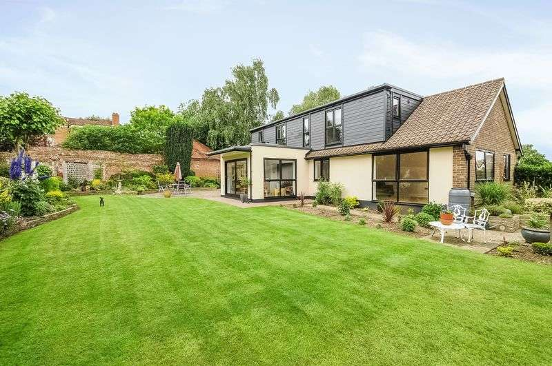 4 Bedrooms Detached Bungalow for sale in The Hilders, Ashtead
