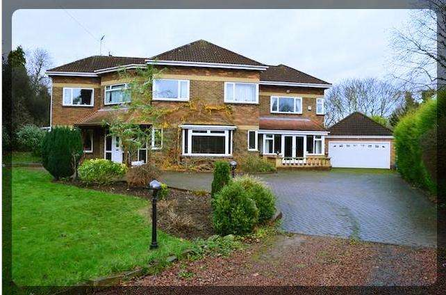 5 Bedrooms Detached House for sale in 1 Old Annandale Road, Kirk Ella, East Yorkshire, HU10 7TB