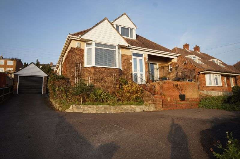 4 Bedrooms Detached Bungalow for sale in Pentland Rise, Portchester, Fareham, PO16