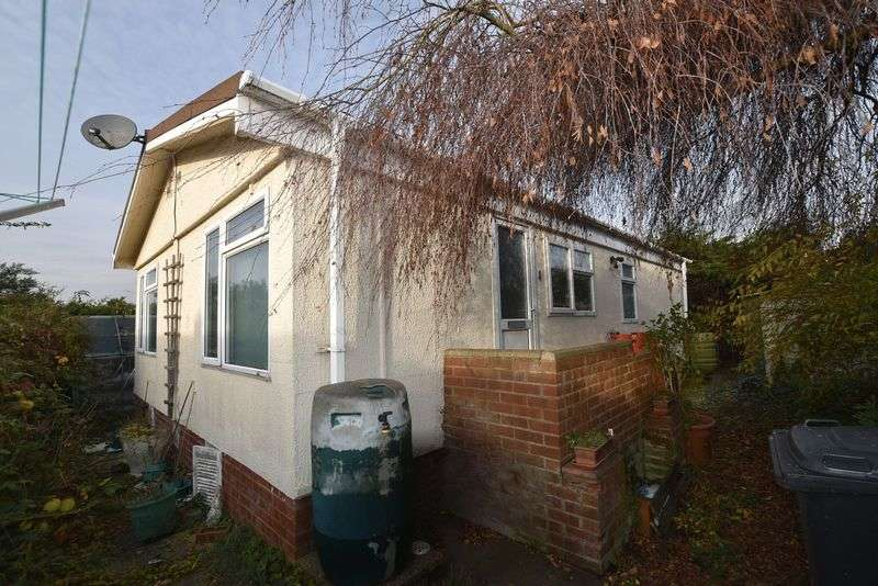 3 Bedrooms Property for sale in Peppercorn Park, Clapham