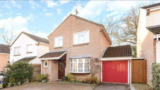 3 Bedrooms Detached House for sale in Chaffinch Close, Wokingham, Berkshire
