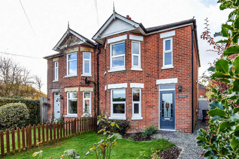 3 Bedrooms Semi Detached House for sale in Winchester Road, Waltham Chase