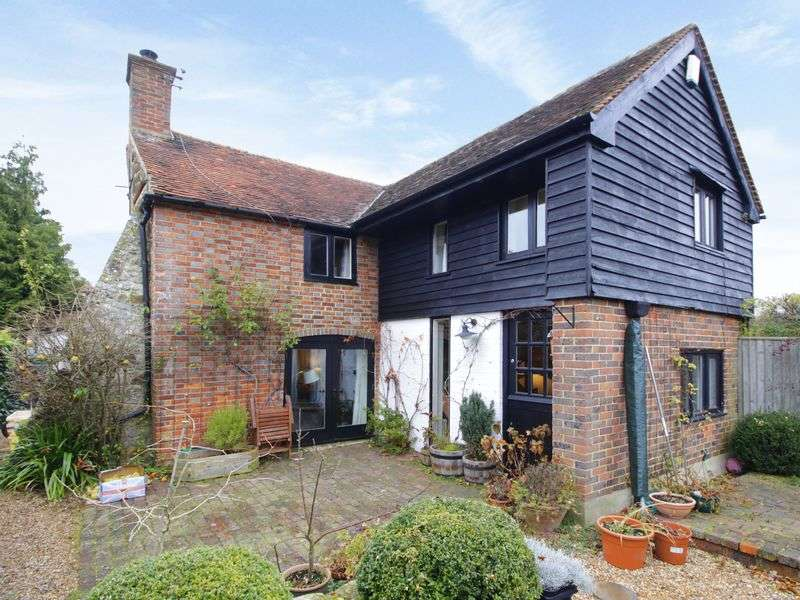 3 Bedrooms Detached House for sale in Detached character cottage in the quiet semi-rural village of Four Elms