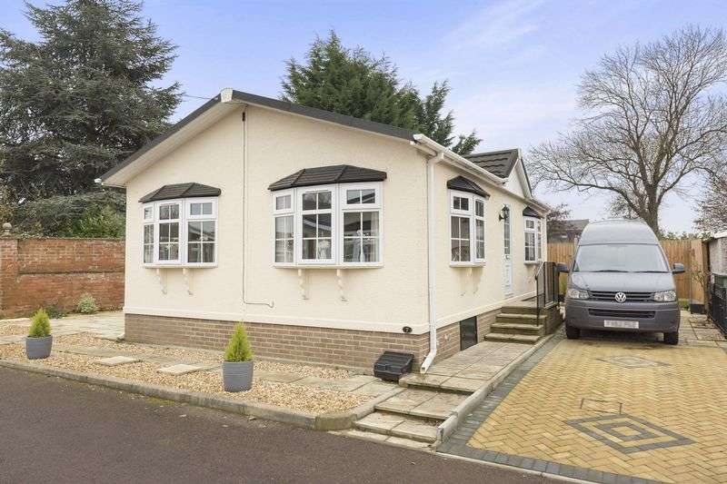 2 Bedrooms Bungalow for sale in 7 Cotswold Court Park, Gloucester Road, Staverton, Cheltenham, Gloucestershire, GL51 0TF