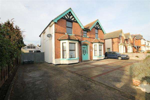 6 Bedrooms House for sale in Wellesley Road, Clacton on Sea
