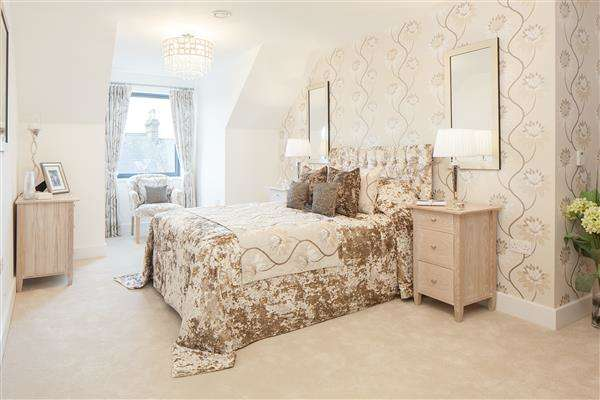 2 Bedrooms Apartment Flat for sale in St Margarets Way, Midhurst, West Sussex, GU29
