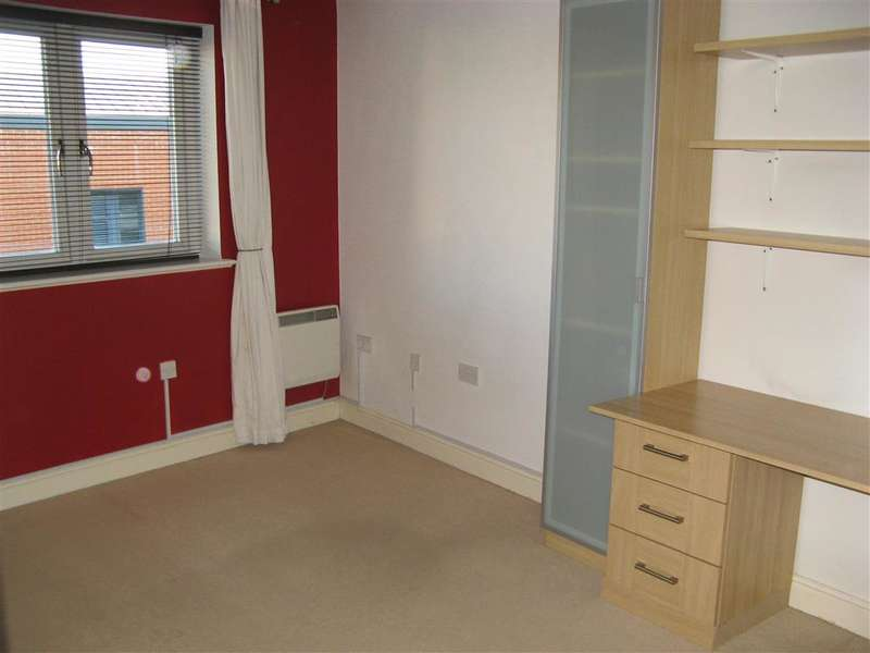 2 Bedrooms Apartment Flat for sale in Fairbank Road, Southwater, Horsham, West Sussex