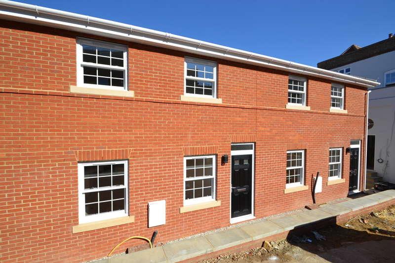 2 Bedrooms Terraced House for sale in Basbow Lane, Bishop's Stortford