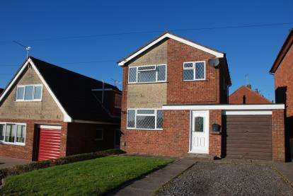 3 Bedrooms Detached House for sale in Severn Drive, Newcastle, Staffordshire, .