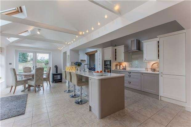 4 Bedrooms Semi Detached House for sale in Bampton Road, CLANFIELD