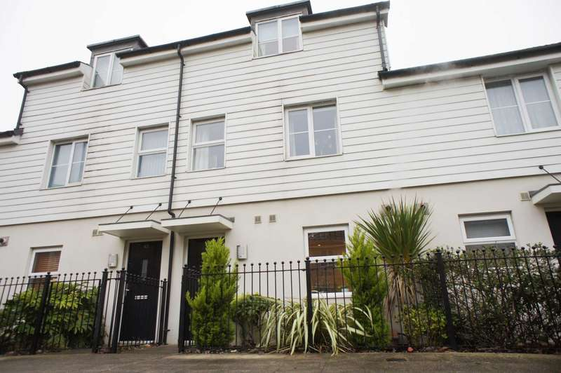 4 Bedrooms Town House for sale in St Agnes Way, Reading