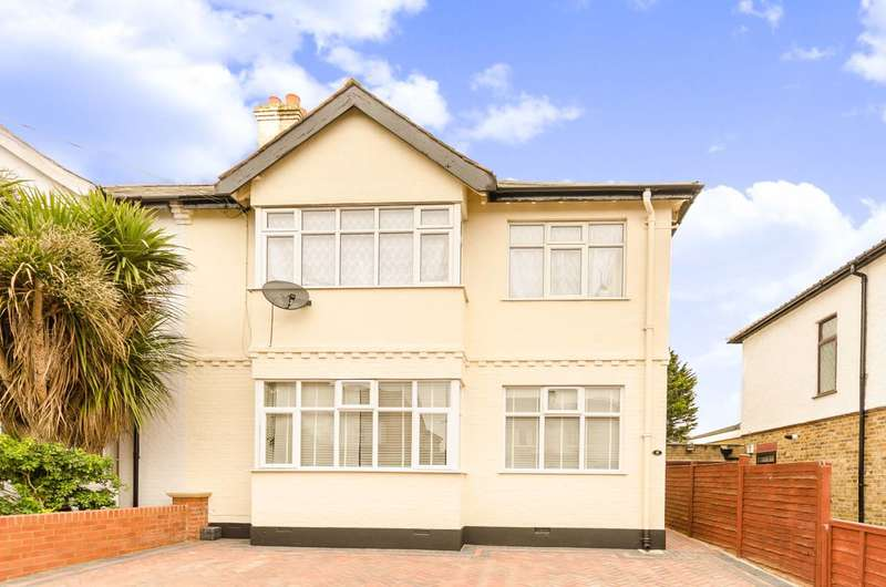 2 Bedrooms Flat for sale in Queens Road, Enfield, Enfield, EN1
