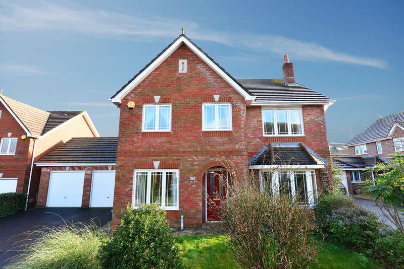 4 Bedrooms Detached House for sale in Ubsdell Close, New Milton