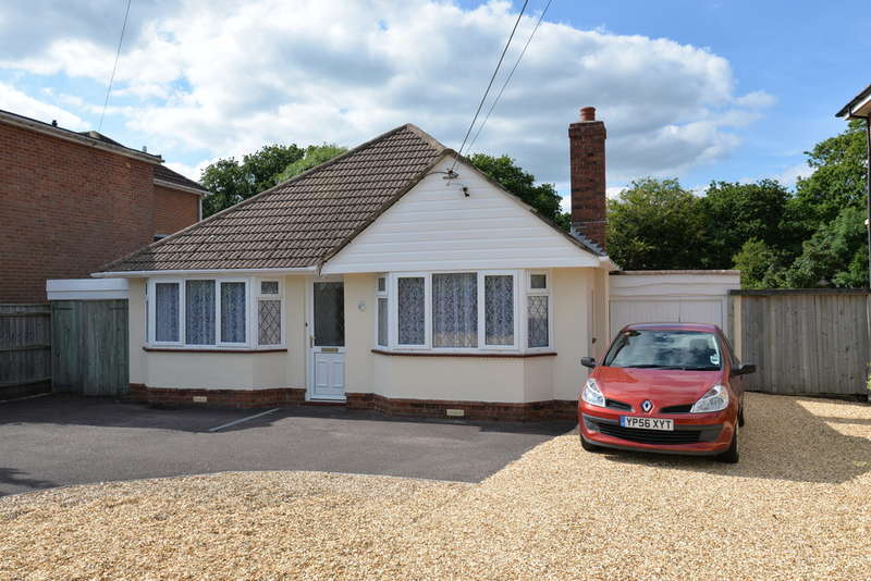 4 Bedrooms Chalet House for sale in Manor Road, New Milton