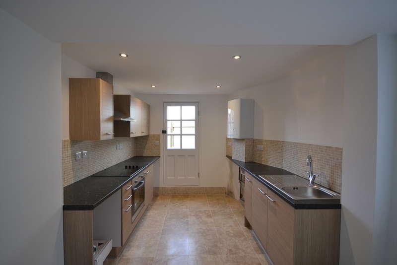 3 Bedrooms Maisonette Flat for sale in Holdenhurst Road, Springbourne