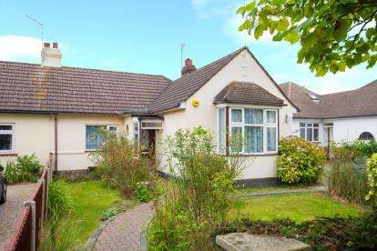 3 Bedrooms Bungalow for sale in Oliver Road, Shenfield, Brentwood, Essex