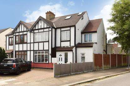 5 Bedrooms Semi Detached House for sale in Derwent Avenue, London