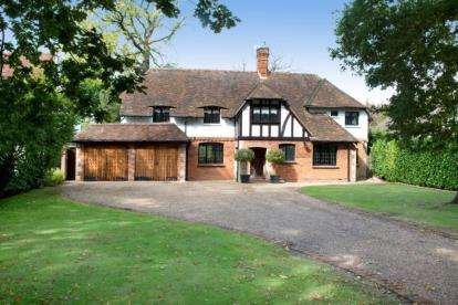 6 Bedrooms Detached House for sale in The Glen, Farnborough Park
