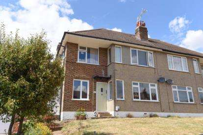 2 Bedrooms Maisonette Flat for sale in Mount Court, West Wickham