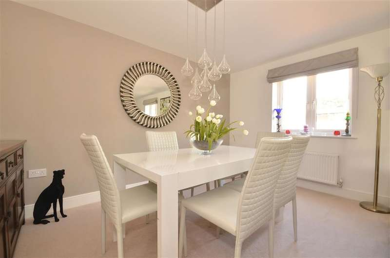 3 Bedrooms Duplex Flat for sale in Sunnyside Close, East Grinstead, West Sussex