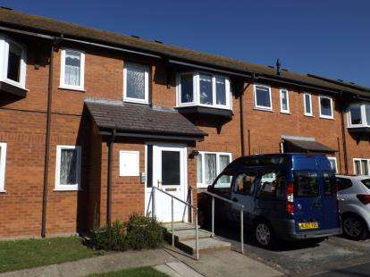 2 Bedrooms Semi Detached House for sale in Plas Heulog, Albert Road, Colwyn Bay, Conwy, LL29