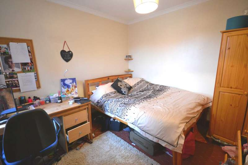 4 Bedrooms Terraced House for rent in St Edwards Road, Reading, Berkshire, RG6 1NL