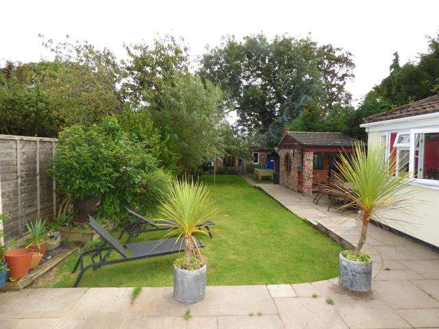3 Bedrooms Bungalow for sale in Woodhouse Road, Thornton Cleveleys, Lancashire, FY5 5LQ