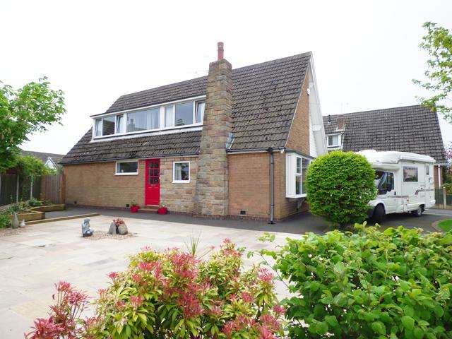 3 Bedrooms Detached Bungalow for sale in Station Road, Thornton Cleveleys, Lancashire, FY5 5HZ