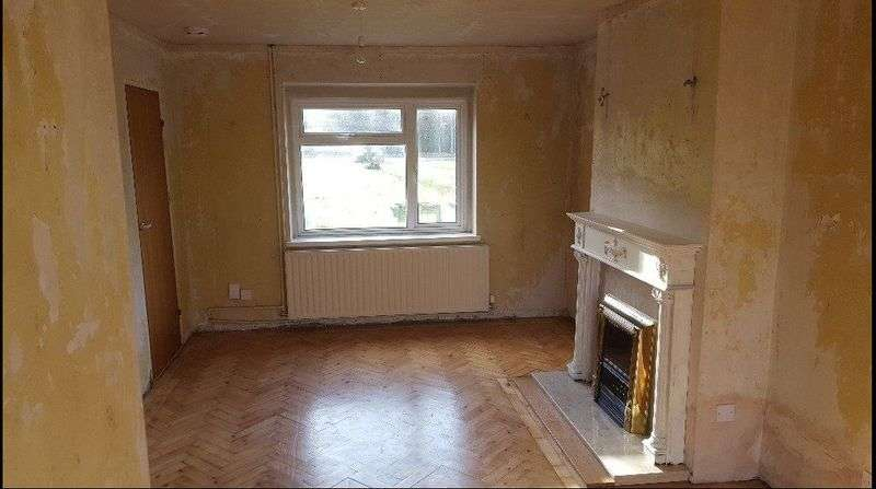 3 Bedrooms Property for sale in Douglas Road, Esher