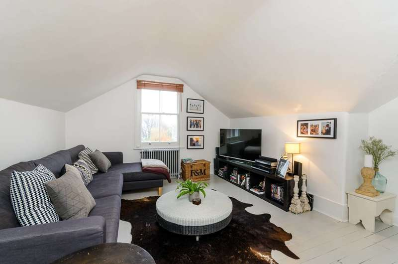 1 Bedroom Flat for sale in Bovingdon Road, Fulham, SW6