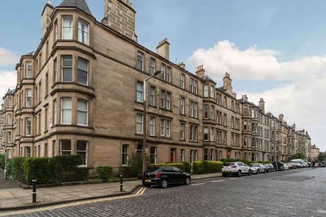 1 Bedroom Flat for sale in Comely Bank Avenue, Comely Bank, Edinburgh, EH4 1EN