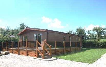 2 Bedrooms Detached House for sale in Meadow View Leisure Park, Nether Kellet, Carnforth, Lancashire, LA6