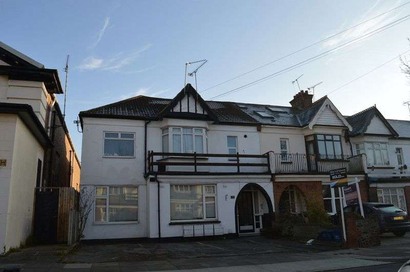 1 Bedroom Flat for sale in Lovelace Avenue, Southend-On-Sea