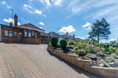 3 Bedrooms Bungalow for sale in Cartbridge Lane, Off Lichfield Road, Walsall, West Midlands