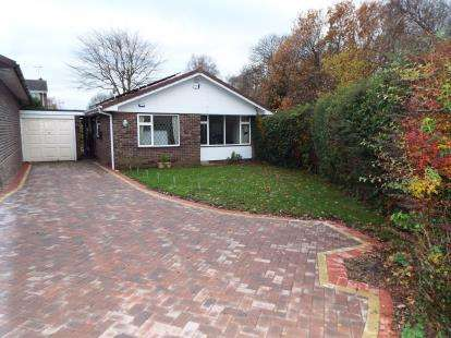 3 Bedrooms Bungalow for sale in Manor Farm Road, Little Haywood, Stafford