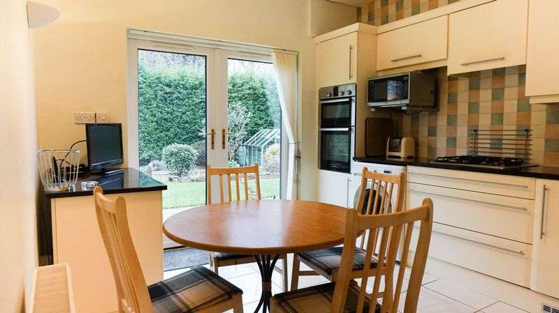 3 Bedrooms Semi Detached Bungalow for sale in Statham Avenue, Lymm