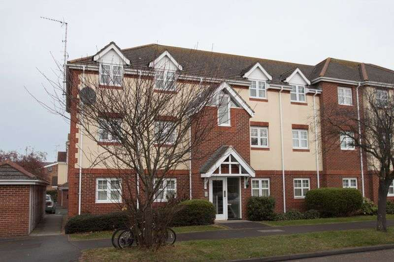 2 Bedrooms Flat for sale in Bewick Gardens, Chichester
