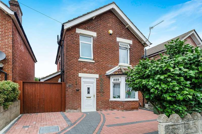 3 Bedrooms Detached House for sale in Steuart Road, Southampton, SO18